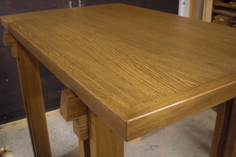 Altarbord med fanérad ekskiva