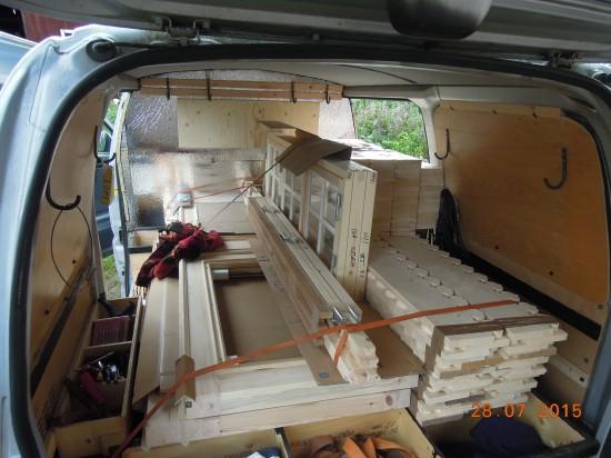 Skåpbilen lastad för lev till Älvsjö